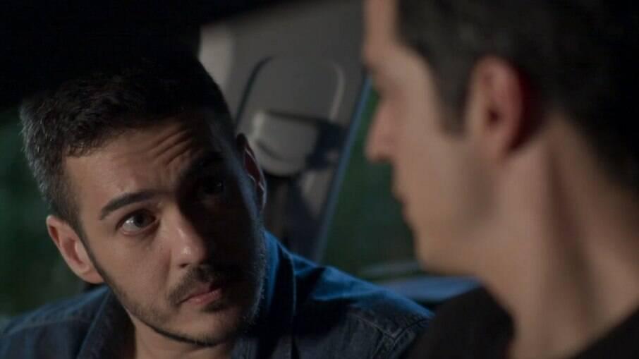 Domênico se une a Eric para investigarem Agnaldo e Wanderley