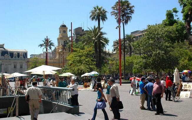 A Plaza de Armas é o marco zero da cidade, conta com locais histórias e faz parte do roteiro de o que fazer em Santiago