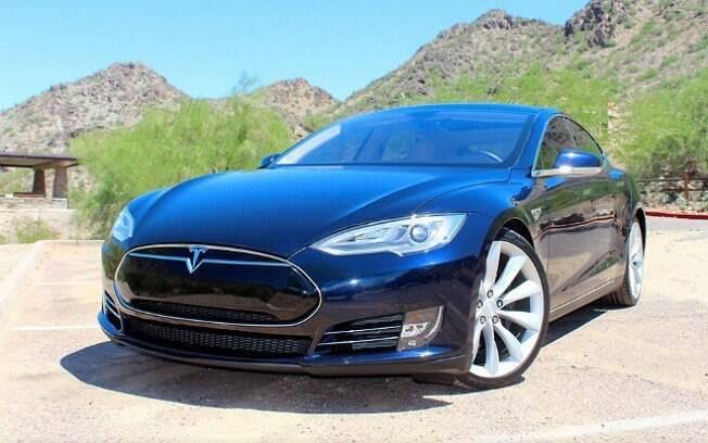 Tesla Model S disponível no... Airbnb