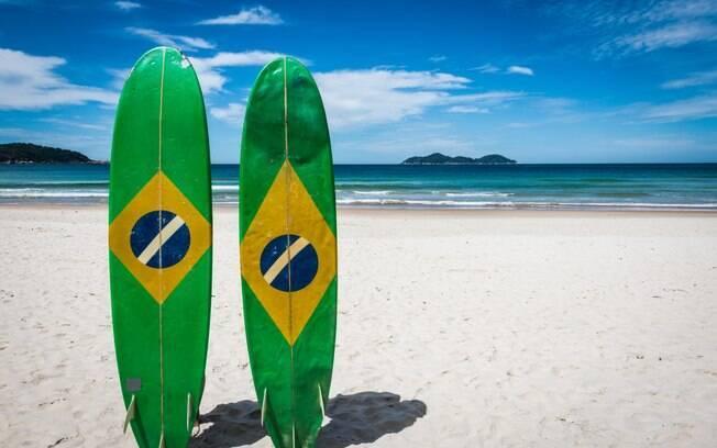 Esportes aquáticos, como o surfe, são alguns dos principais atrativos para quem procura o que fazer em Ilha Grande