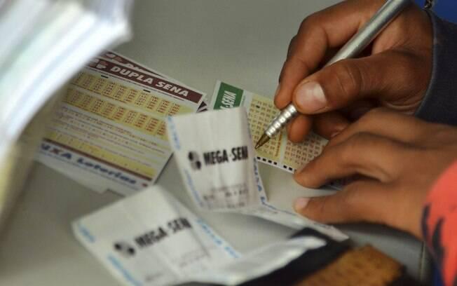 Próximo sorteio da Mega-Sena vai ser realizado na quarta-feira (15) e pode pagar até R$ 6 milhões