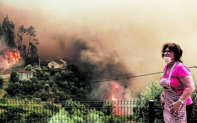 Em meio ao desespero causado pelo fogo, Maria estava tentando salvar sua mãe do incêndio e teve a ideia que deu certo