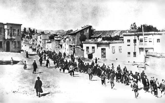 Armênios são deportados por turco-otomanos em abril de 1915, durante a Primeira Grande Guerra
