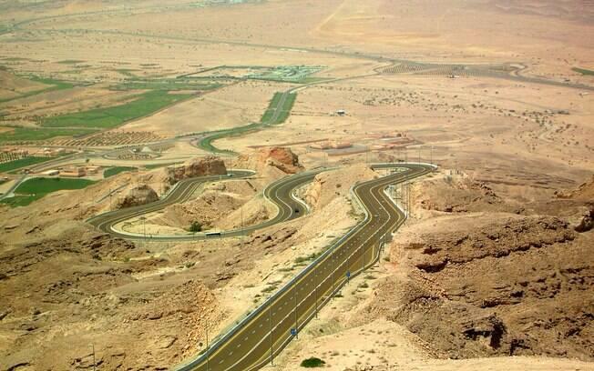 Jebel Hafeet: em pleno deserto
