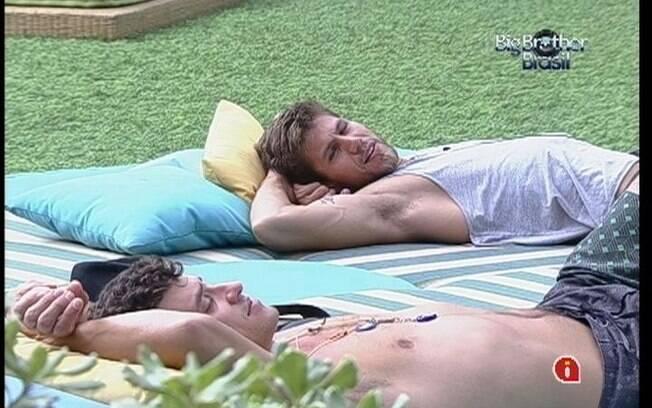 Jonas e Fael revelam que se interessariam por Fabiana caso ela fosse solteira