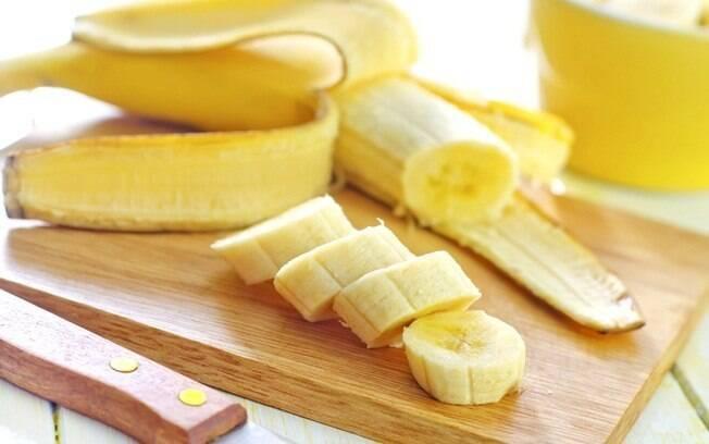 A polpa da banana vira biomassa e com a casca dá para fazer uma carne fake