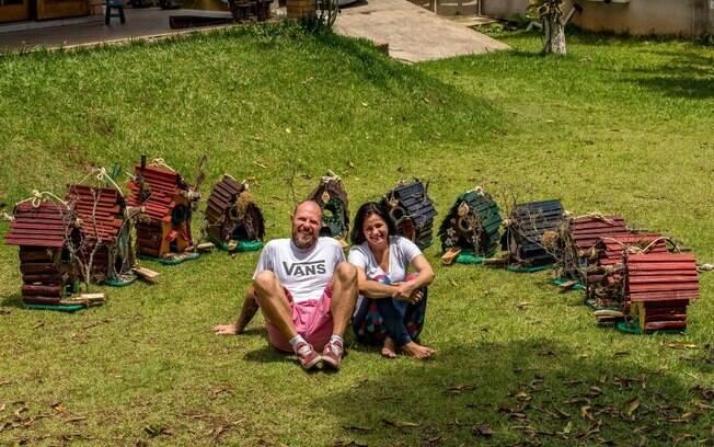 Projeto sustentável, criado por casal, converte lixo em arte