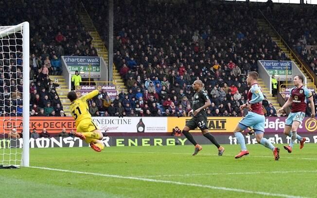 Burnley saiu atrás, mas conseguiu arrancar um empate com o líder Manchester City