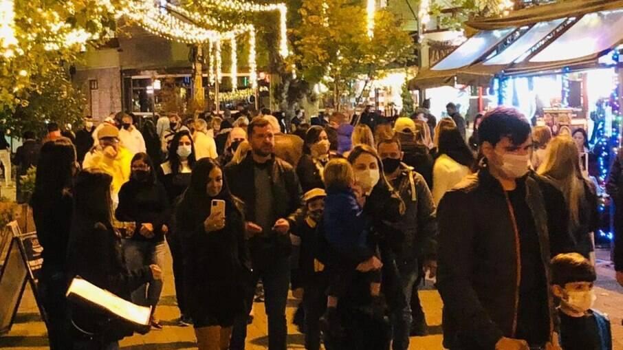 Aglomeração de pessoas em Campos do Jordão durante o último feriado