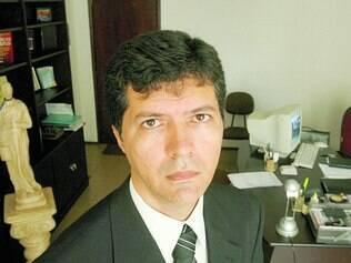 Em causa própria. Eduardo Silveira perdeu mais de uma hora na fila, tempo em que podia atender seus clientes, e ganhou a ação
