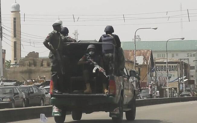 Exército faz policiamento ostensivo durante eleição na Nigéria (28.03.15)