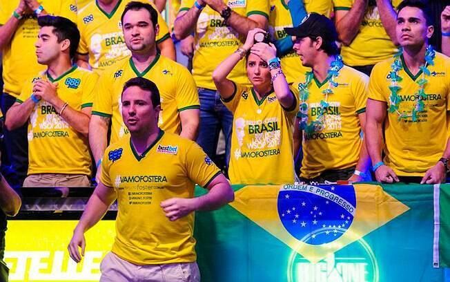 Bruno Foster e torcida momentos antes da eliminação do brasileiro