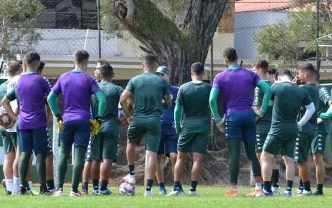 Guarani treina com foco no jogo desta terça-feira diante do Avaí