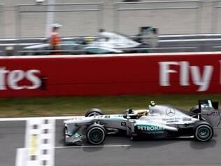Lewis Hamilton mostra força da Mercedes em Suzuka, no Japão