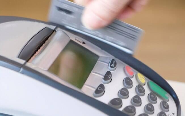 Redução da Selic estimula que o crédito fique mais barato, incentiva a produção e o consumo, e pode aquecer a economia