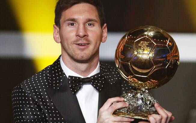 O argentino Lionel Messi conquistou a Bola de  Ouro da Fifa pela quarta vez consecutiva