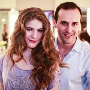 Proença ensina o penteado que aprendeu com Gisele Bündchen
