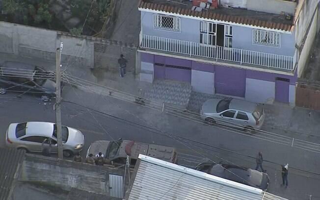 Alvo da operação, casa pertencia a madrinha do ex-assessor de Flávio Bolsonaro