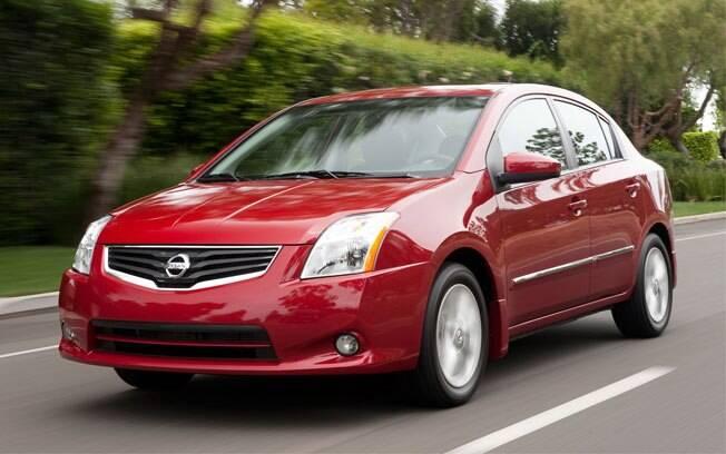 O que falta de beleza para o Nissan Sentra o sedã compensa com um bom ajuste mecânico e preço interessante.