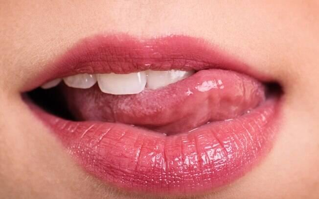 Como fazer um bom oral? Sexóloga traz mais dicas, como posição dos lábios e das mãos. Veja os detalhes