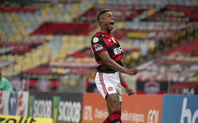 Bruno Henrique comemora 100 jogos pelo Flamengo
