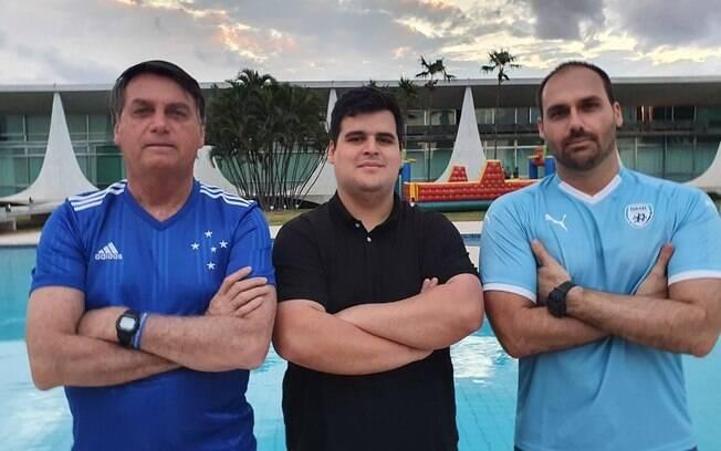 Bolsonaro com a camisa do Cruzeiro