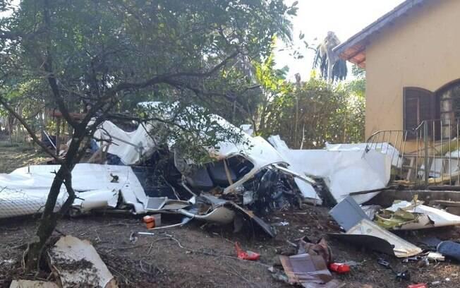 Queda de avião em quintal de casa matou, pelo menos, duas pessoas em Campo Limpo Paulista