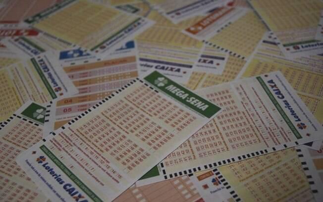 Para jogar na Mega-Sena, é necessário efetuar uma aposta mínima no valor de R$ 3,50 em qualquer casa lotérica
