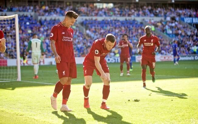 Roberto Firmino e Milner comemoram segundo gol do Liverpool