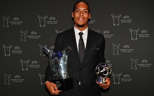 Van Dijk foi eleito o melhor jogador do mundo pela Uefa