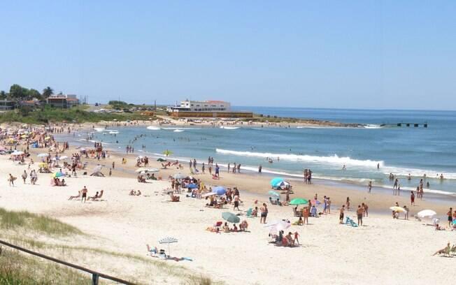 A praia de Cuchilla Alta é uma das praias que fazem parte da Costa de Oro
