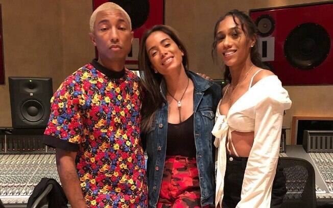 Anitta se encontrou com Pharrel Williams e pode ter uma faixa produzida pelo artista