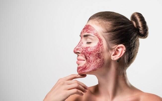 Vampire Facial: conheça o procedimento que usa sangue para rejuvenescer a pele