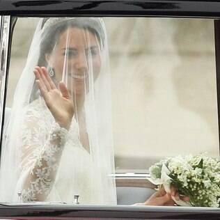 Kate Middleton: renda em modelo clássico, mas de assinatura moderna, feito por Sarah Burton