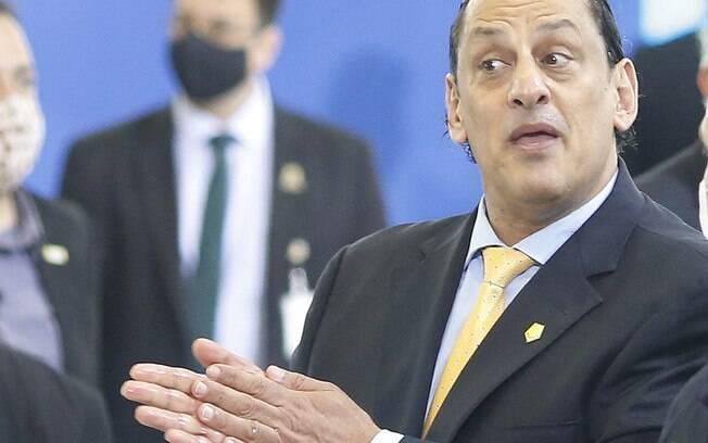 Ex-advogado da família Bolsonaro teria pago médico que atendeu Queiroz.