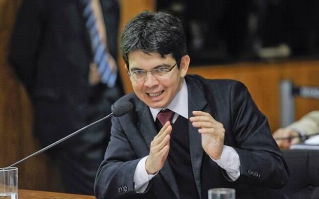 Randolfe Rodrigues quer estabelecer que os parlamentares sejam cobertos pelo Regime Geral de Previdência Social