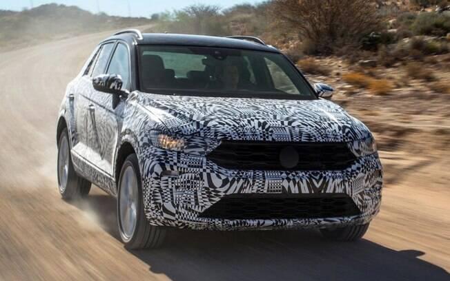 Volkswagen T-Roc é mostrado ainda camuflado, mas é possível notar a nota identidade visual da marca pela frente