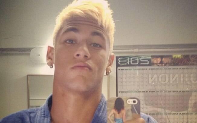 Agora, exibe só o cabelo descolorido nas  redes sociais