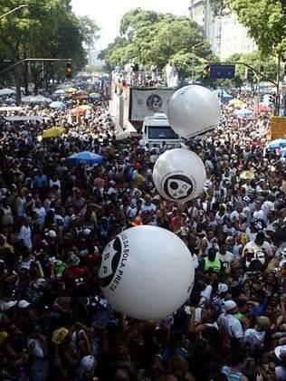 O tradicional Cordão da Bola Preta volta a reunir milhares nas ruas do Rio