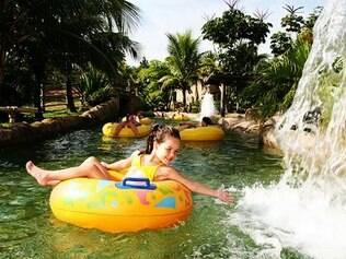 O rio lento é opção de atração calminha do complexo Rio Quente Resorts