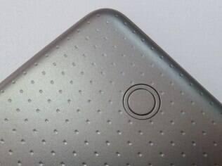 Botões são usados para encaixar o Tab S em capas