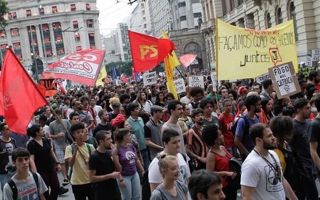 Manifestação contou com participação de movimentos sociais e partidos