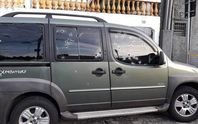 Carro de Fernando Flávio Flores ficou com marcas das balas após assassinato do cabo da Rota