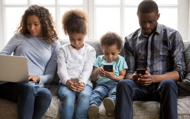 Em tempos de tecnologia, será que os pais se comunicam com os filhos? Mônica Cruz fala sobre isso esta semana