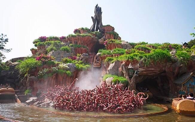 Na Disney em Tóquio, a Splash Mountain é a atração ideal para quem curte água, altura e adrenalina; veja detalhes