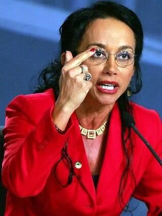 A ex-deputada federal Havanir Nimtz vai voltar a conviver com o ex marido no novo reality show do SBT,