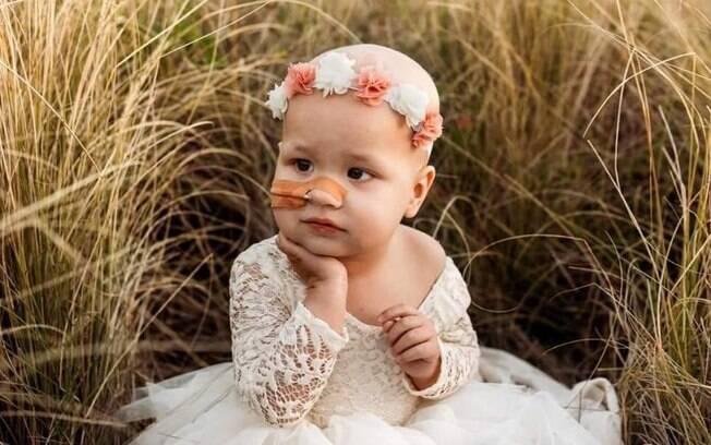 Menina australiana lutou contra câncer cerebral por dois anos e morreu no dia do aniversário da mãe