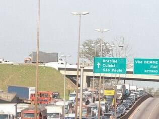 Esperança. Congestionamentos na BR–381, que liga as cidades, são comuns