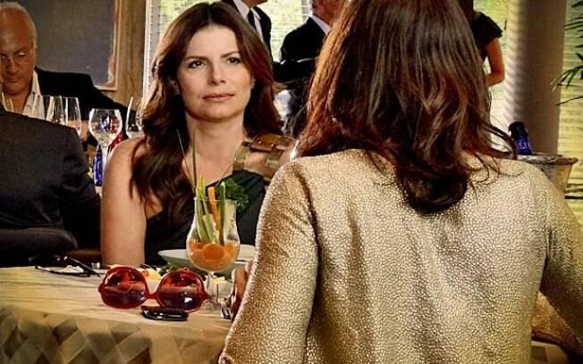Verônica conta para Alexia seu plano para flagrar Cadinho com outra
