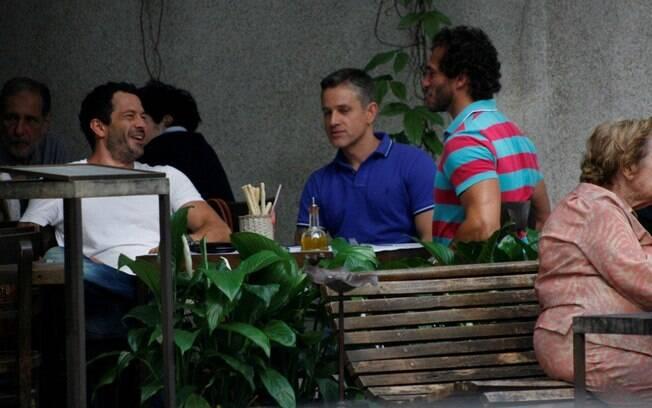 Malvino Salvador e Paulo Rocha almoçam com um amigo